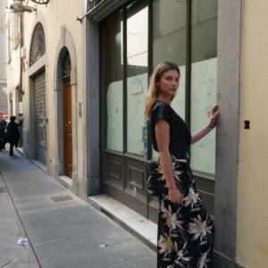 pantalone largo con cinturino pinces collezione estate donna essere atelier negozio di moda abiti personalizzati firenze